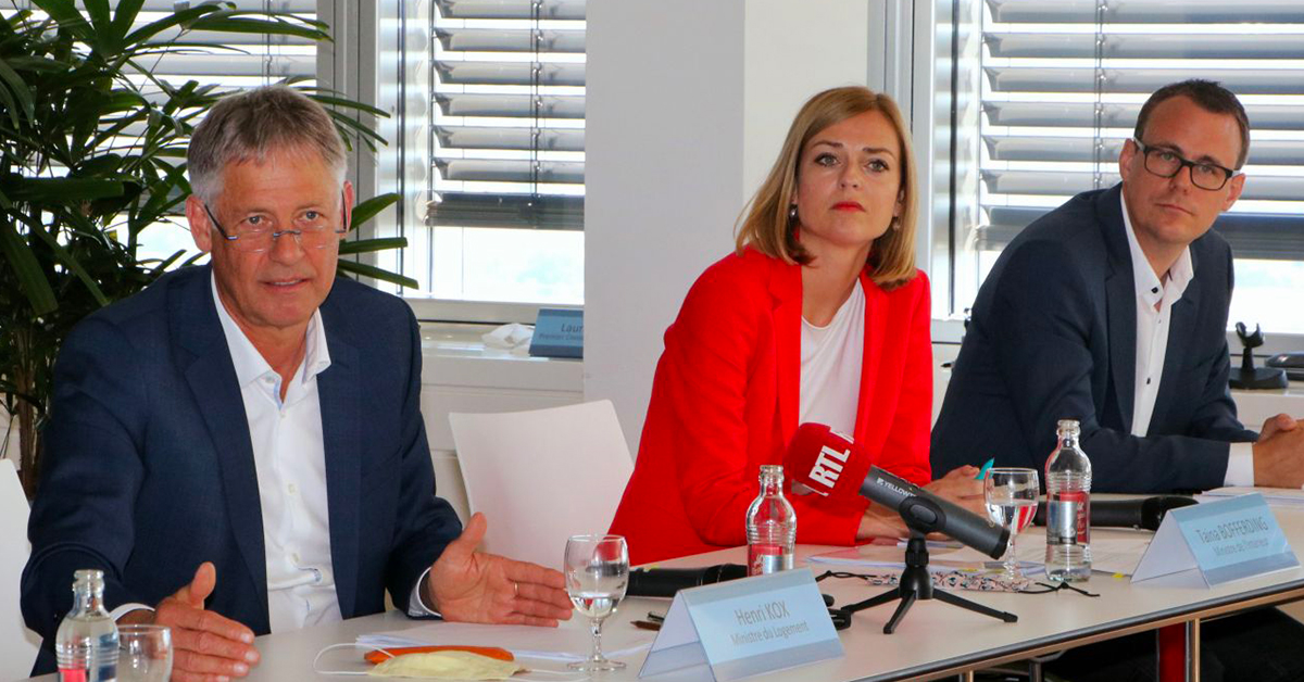 De gauche à droite : Henri Kox, ministre du Logement, Taina Bofferding, ministre de l'Intérieur et Frank Goeders, ministère de l'Intérieur. ©MLog