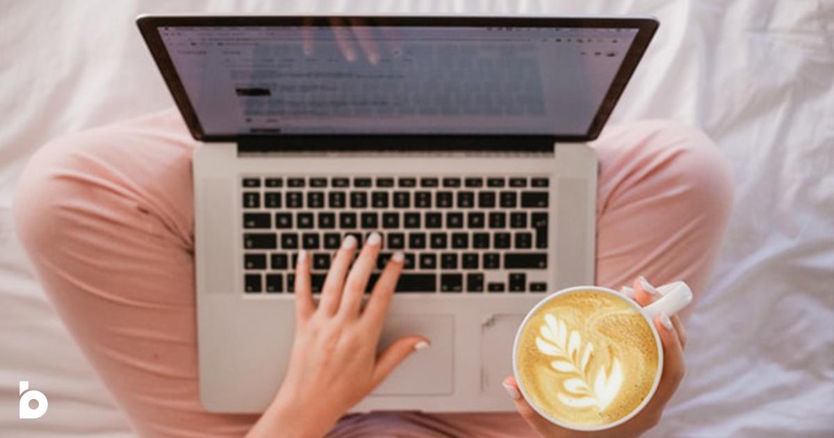 Ordinateur et café